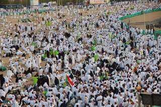 بدأ توافد حجاج الله يصعدون جبل عرفات (بث مباشر)