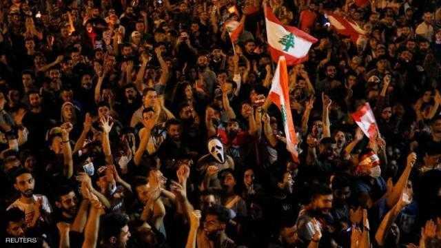 """احتجاجات لبنان .. الغضب يتزايد والآلاف يصرون على """"إسقاط النظام"""""""