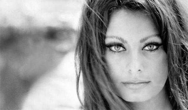 صوفيا لورين .. أسطورة الشاشة الإيطالية وأيقونة الجمال الأوروبي