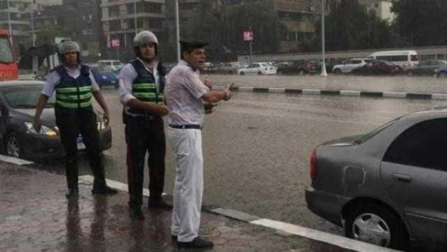 """بسبب الأمطار.. """"أمن القاهرة"""" يتابع أزمة التكدس المروري"""