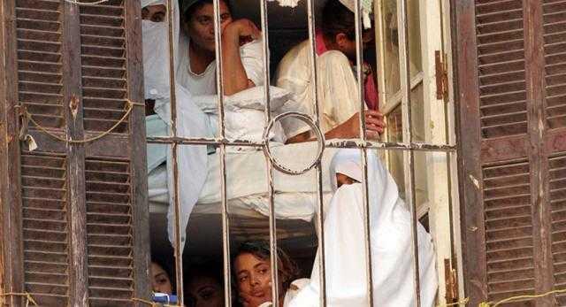 سر امتناع نساء الإخوان عن العشاء داخل السجون