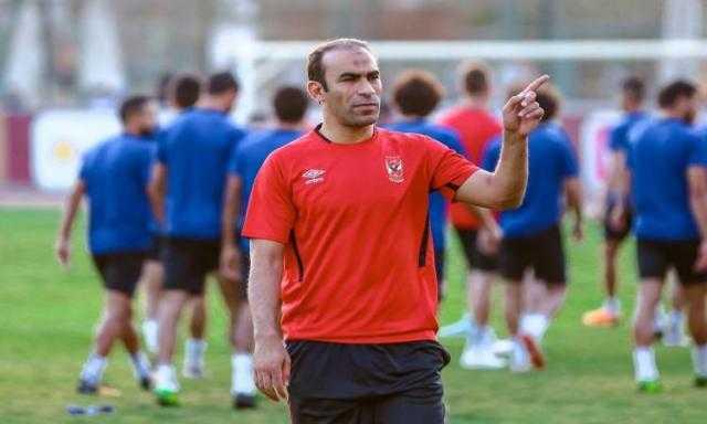 عبدالحفيظ يتواصل مع لاعبي الأهلي الدوليين