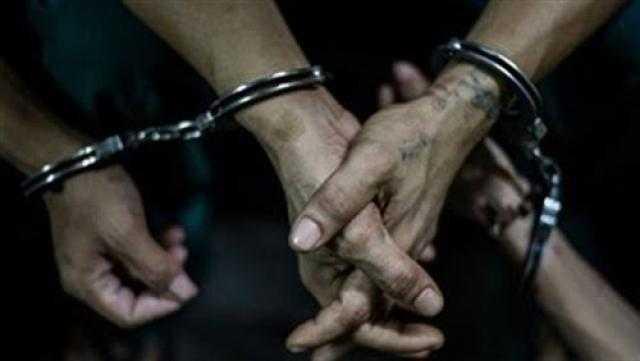 ضبط 4 أشخاص وبحوزتهم سيارتين مُبلغ بسرقتهما بالقاهرة