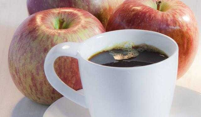 خلصت؟.. تناول التفاح يعادل شرب القهوة