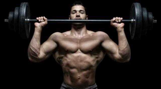 7 تمرينات بسيطة لتحسين شكل عضلات الكتفين والذراعين