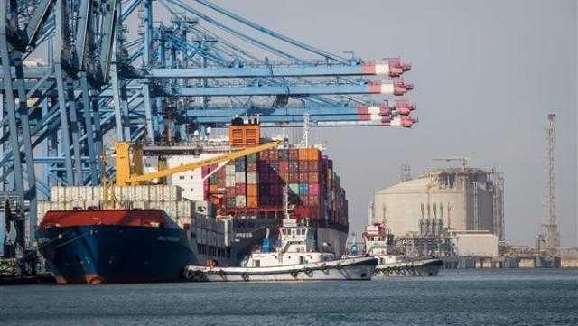 إصلاح عطل في أحد أرصفة ميناء دمياط