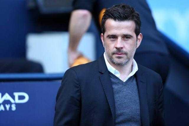 إيفرتون يقيل مدربه بعد خماسية ليفربول