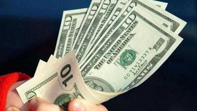 تراجع سعر الدولار في ختام تعاملات الإثنين