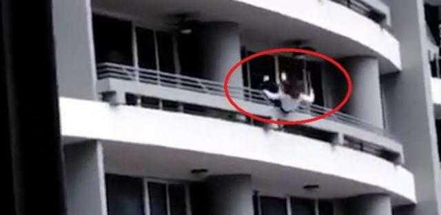 """تفاصيل ما حدث داخل شقة """"الشيخ زايد"""" قبل سقوط فتاة عارية من الشرفة"""