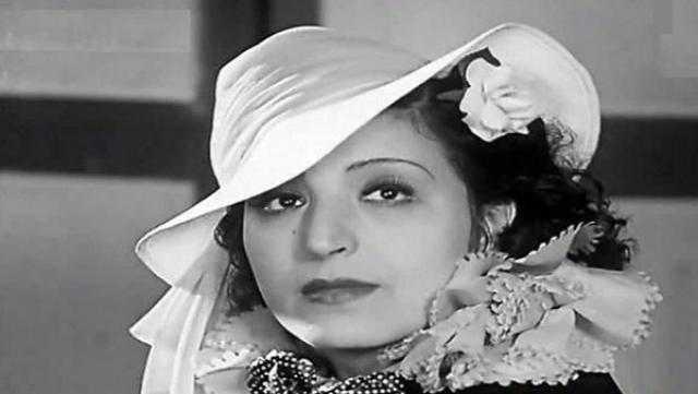 فاطمة رشدي.. سيدة المسرح والسينما التي توفت تعاني من الفقر