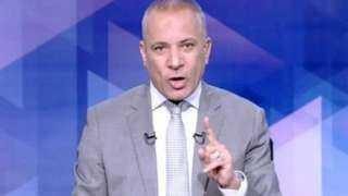 أحمد موسى يدوس بقدمه على صور قادة الإخوان (فيديو)