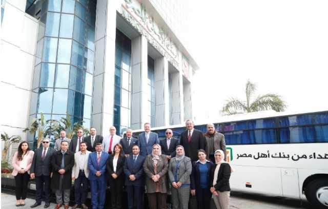 البنك الأهلي يسلم جامعة بنها اتوبيسين لنقل الطلاب