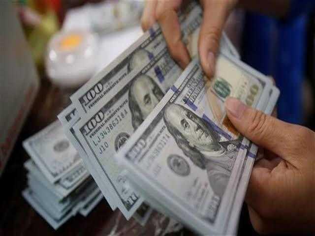 الدولار يواصل تراجعه أمام الجنيه خلال تعاملات اليوم