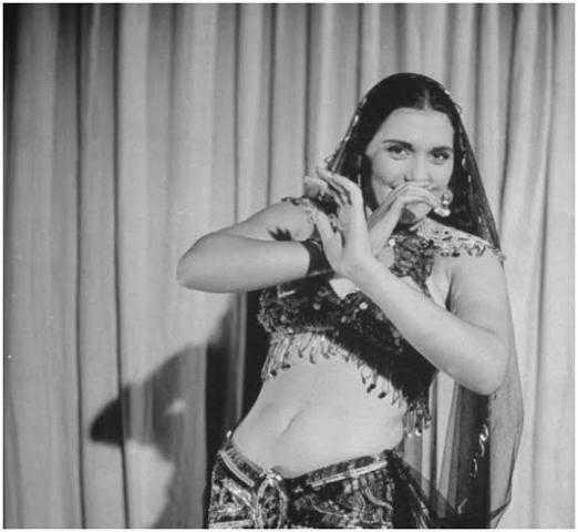 تحية كاريوكا .. الراقصة المثقفة صاحبة المواهب المتعددة