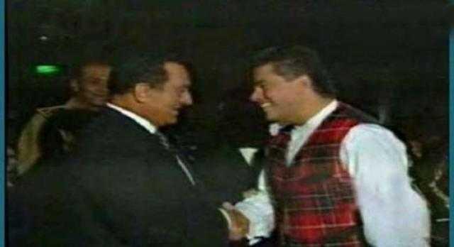 عمرو دياب يؤجل حفله حدادا على وفاة مبارك