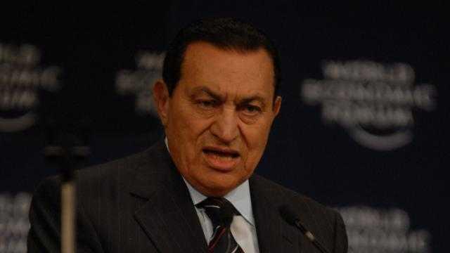 سيدتان في حياة مبارك.. الغيرة أنهت حياة الأولى والثانية غادرت مصر