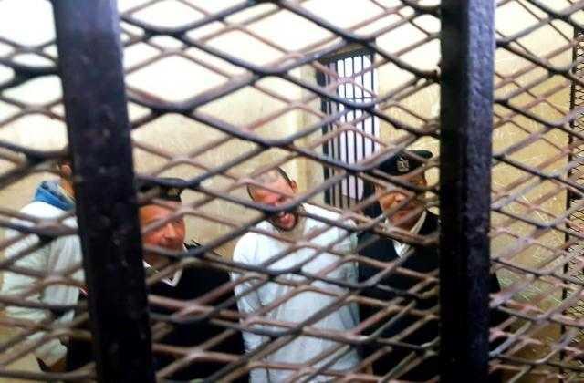 شاهد.. الجزار المتهم بذبح أسرة كفر الدوار يضحك بعد الحكم بإعدامه