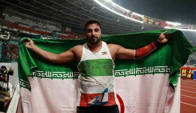 كورونا يصيب أسطورة الرياضة الإيرانية