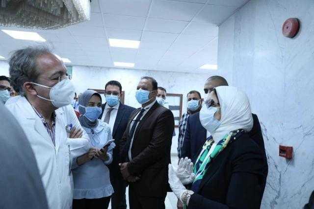شاهد جولة وزيرة الصحة هالة زايد في مستشفيات المطرية والساحل التعليمي
