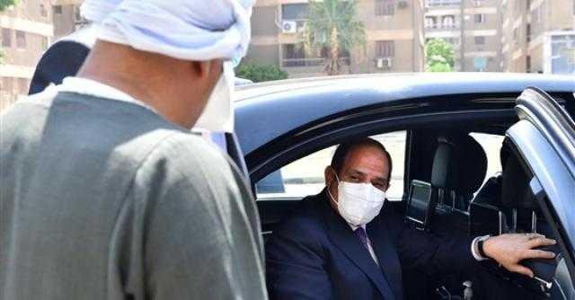 عايز حاجة؟.. الرئيس يطمئن على مواطن تصادف وجوده خلال جولة تفقدية للمشروعات