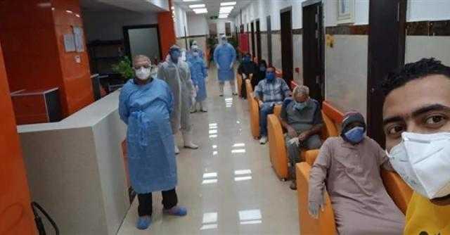 بعد تعافيهم .. خروج 32 مصابا بكورونا من مستشفى عزل إسنا