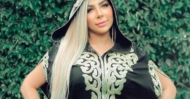 عباية سودة.. سارة خليفة تخطف أنظار متابعيها على انستجرام