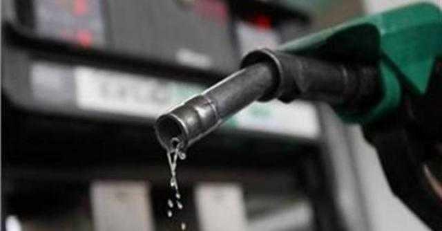برلماني يتوقع تراجع البنزين 25 قرشا لهذا السبب