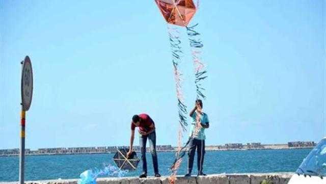 محافظ الإسكندرية: غرامة تصل لـ ألف جنيه لمن يستخدم الطائرات الورقية في الكورنيش