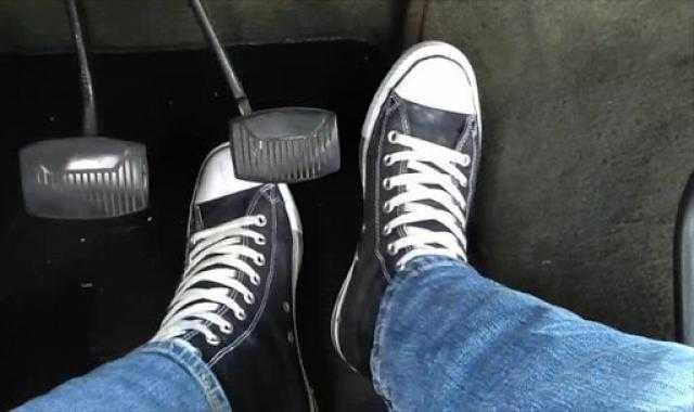 تفاديا للحوادث.. هذه الأحذية لا تناسب قيادة السيارة
