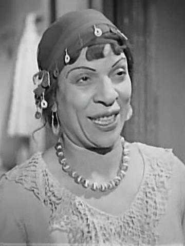 ممثله مشهوره كانت صديقة أخطر جاسوسة في مصر. و أحبت زوج ابنتها