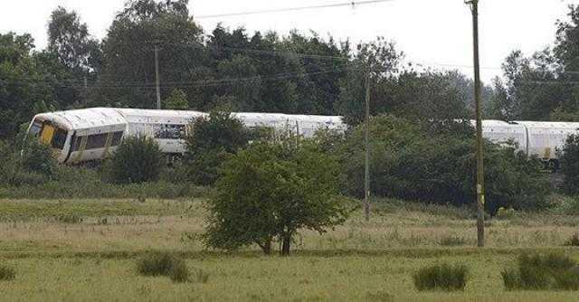 قطار يخرج عن مساره في اسكتلندا واستدعاء الطوارئ