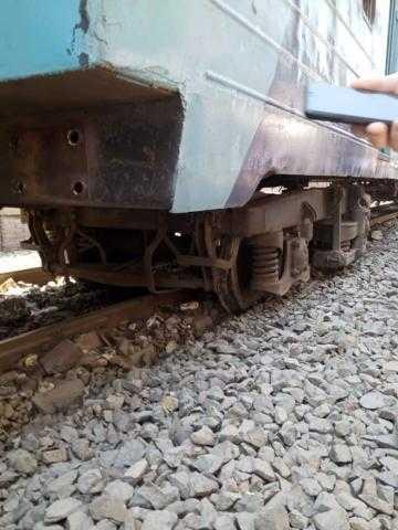 سقوط ثلاث عربات من قطار غمرة (صور)