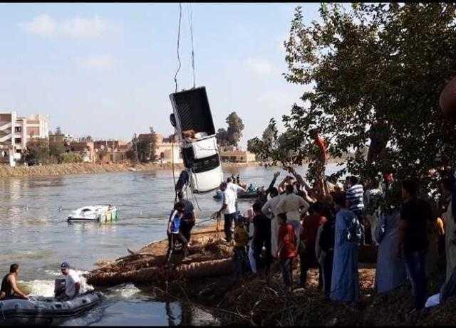 بعد غرق الركاب وسيارتين ..النائب العام يأمر بحبس مالك معدية البحيرة