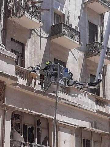 مشاهد صادمة .. انهيار عقار فى شارع قصر النيل (صور)