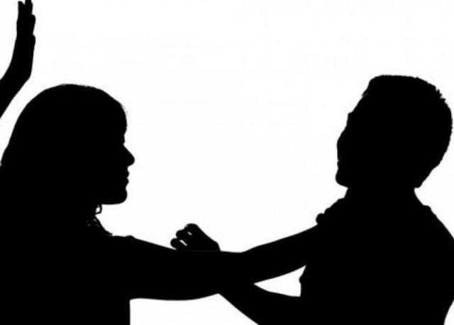 خلافات عائلية .. زوجة تضرب زوجها وتصيبه بارتجاج فى المخ