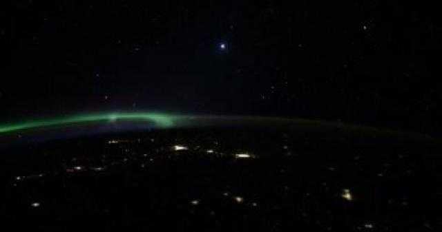 رائد فضاء روسى يكشف سر الأجسام المضيئة التى تدور حول الأرض