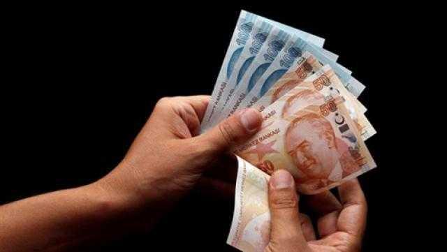 الليرة التركية تسجل انخفاضا ملحوظا أمام الدولار الأمريكي