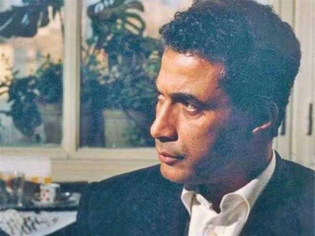 رفضت تبوس أحمد زكي.. حكاية ممثلة إغراء شهيرة صدمت الإمبراطور