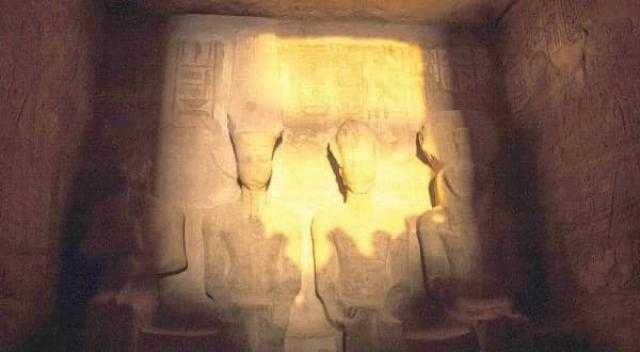 شاهد.. تعامد الشمس على وجه الملك رمسيس الثاني