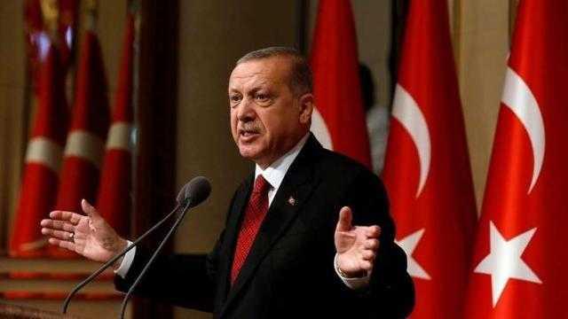 أردوغان يدمر اقتصاد تركيا.. 21 مليار دولار عجز موازنة والليرة تتراجع 20%.. وانهيار التصنيف الائتماني