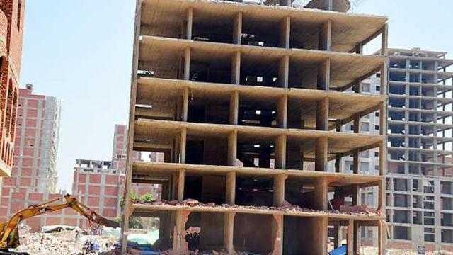 عاجل.. إيقاف أعمال بناء برج مخالف في المنيا