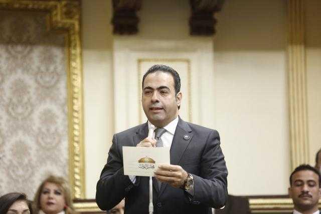 محمود حسين يشارك منتخب اليد فرحة التأهل لربع نهائي المونديال
