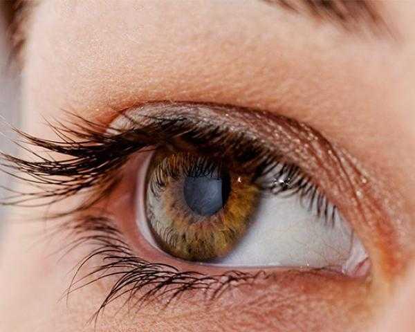 ارتعاش جفن العين قد يكون مؤشر مبكر لهذا المرض الخطير .. عليك الحذر