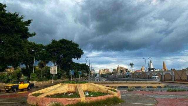 طقس السبت: أمطار على بعض المناطق ورياح مثيرة للرمال