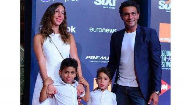 آسر ياسين: 5 أولاد ضربوني علقة قدامها ومكنتش عارف ليه