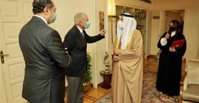 عاجل.. السفير الإماراتي الجديد لدى مصر يسلم أوراق اعتماده