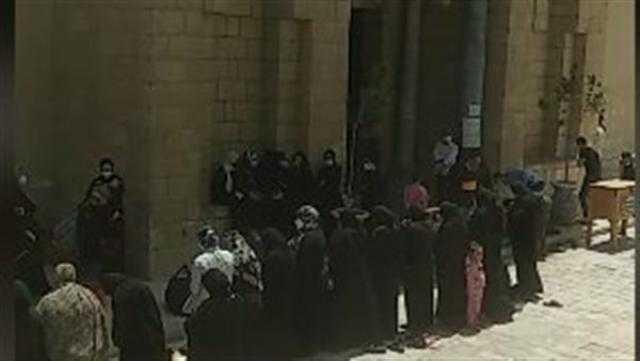 بدء صلاة الجنازة على جثمان والدة أحمد خالد صالح