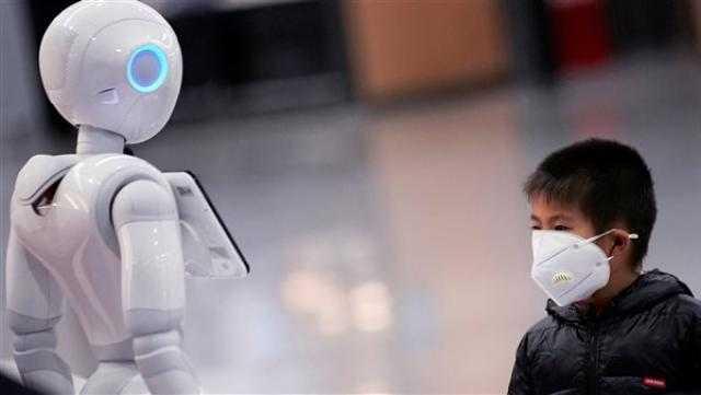 دراسة: البشر يتفاعلون بإيجابية عند ملامسة الروبوتات