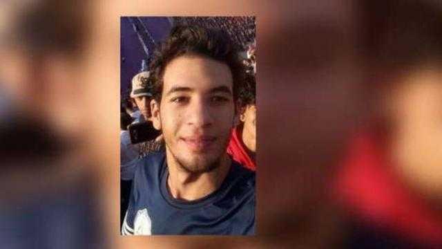 وصول أحمد بسام زكي لجلسة الاستئناف على حكم حبسه 3 سنوات