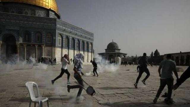 ماذا يحدث في المسجد الأقصى؟.. اشتباكات بالقدس وقصف وتصعيد على غزة